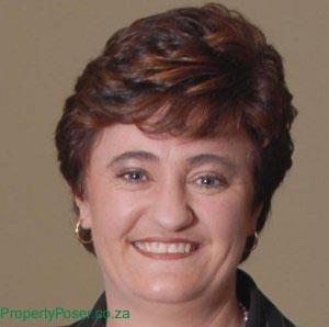 Charlotte Vermaak - Chas Everitt